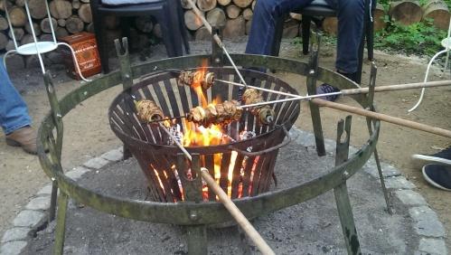 Spiesse am offenen Feuer.