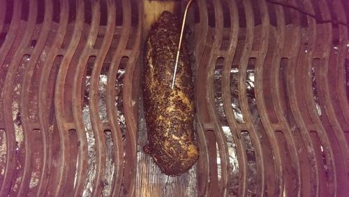 Schweinefilet mit Pilzrub auf der Whiskyplanke.