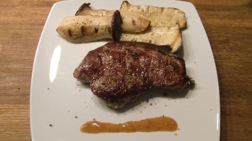 Ein gutes Steak mit exquisiter Beilage.