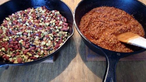 Gemüse/Sucuk-Mischung und Lammsauce.