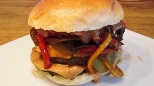 Fertig ist Ribber's Four Pepper Burger.